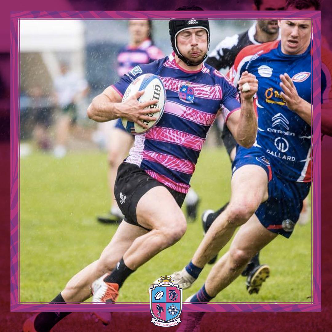 Image de Mathieu Marcelin joueur à Esprit Sud Sevens,en pleine action lors d'un match de rugby à 7.
