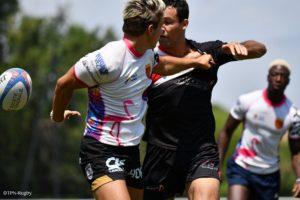 Joueurs de rugby à 7, en pleine action lors d'un tournoi organisé par Esprit Sud Sevens : le Med Sevens