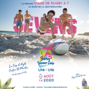 Affiche du Sevens Summer Camp organisé par Esprit Sud Sevens, des adolescents en pleine action lors d'un match de rugby à 7 sur la plage, image promotionnelle pour l'événement Seven Summer Camp.