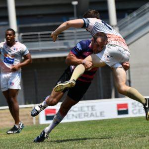 Joueur d'esprit sud sevens en pleine action lors d'un match de rugby à 7, dans le but de motiver pour la page rejoins nous et la page Esprit Sud Sevens
